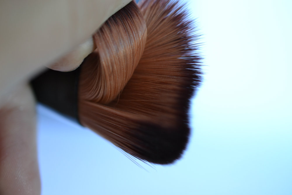 Aura Foundation Brush