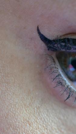 eyeliner aura