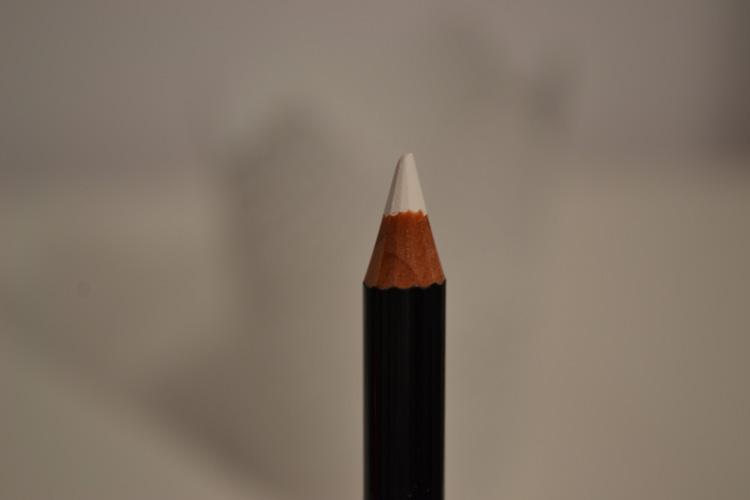 aura bela olovka