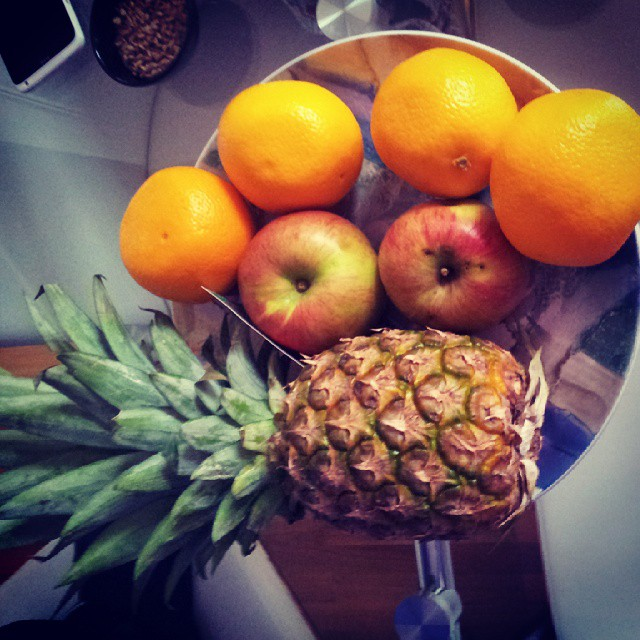 #eathealty #livehealty#fruit#voce#anannas#orange#zdravzivot Teretana,voce,povrce i voda