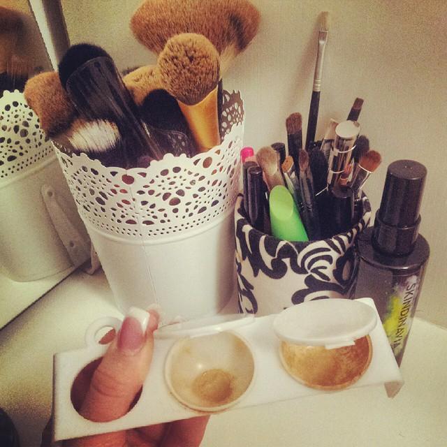 #makeupaddict #makeupmixing#mix#foundation #foundationmixer#brushes #palet #IKEA #skindinavia#primer #storage#makeupstorage  Ovako mesam pudere. Imala sam upite sta je ovo i cemu sluzi:)