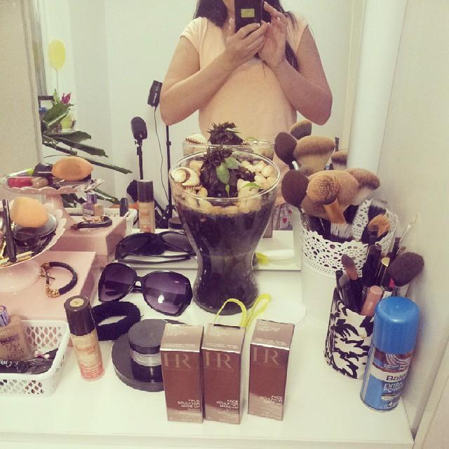 #makeup #vanity #makeupstorage #dzumbus #helenarubinstein #foundation #ogledalo Slikam helena rubinstein