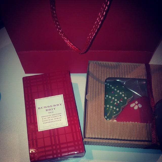 #burberry#red#parfume  OBOZAVAM !!!DEDA MRAZ PORANIO☆☆★★