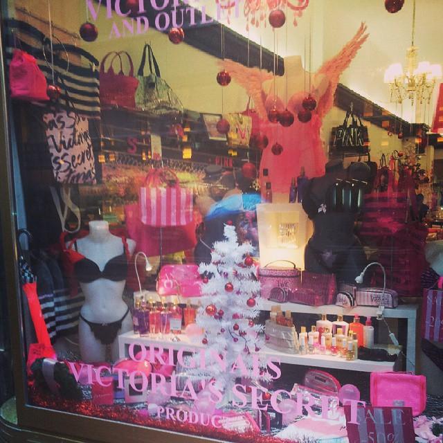 #victoriassecret #budapest #store Very expensive!!!