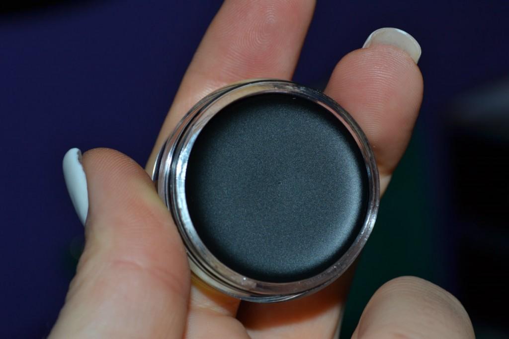 Crni eyeliner
